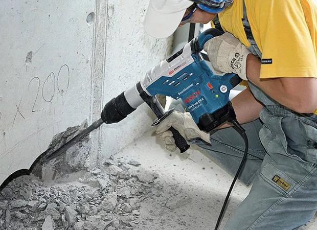 Демонтажные работы Демонтаж кирпичных, бетонных, деревянных стен в квартире, в производственных и любых других помещениях, а также демонтаж построек, зданий и сооружений любого типа – сложный вид работ, который сопоставим с возведением нового объекта, требующий особых навыков, умений и опыта. Данную работу следует доверять только опытным специалистам, т.к. данный вид работ относится к работам повышенного риска.
