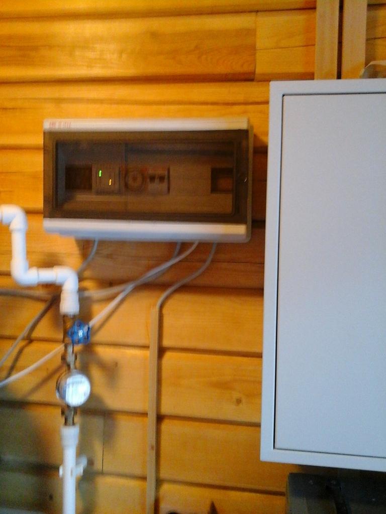 Заказать услуги электрика в Гатчине
